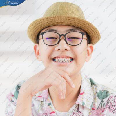 Niềng răng cho bé đúng thời điểm không chỉ giúp tối ưu kết quả niềng răng mà còn giúp bố mẹ tiết kiệm được chi phí niềng răng cho trẻ em.
